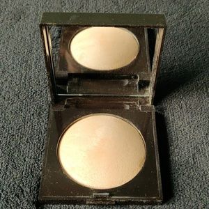 Laura Mercier highlight 01